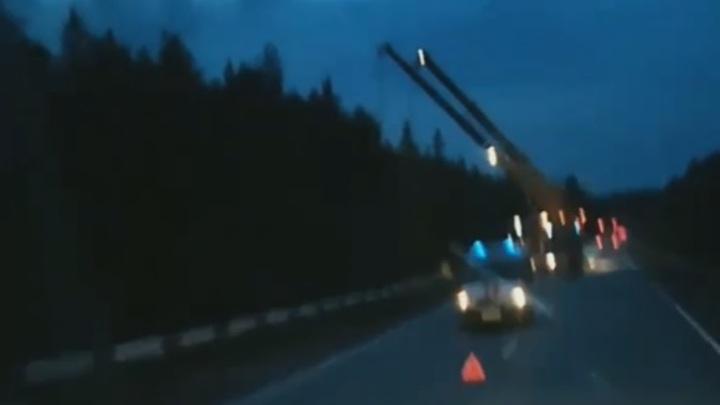 МЧС развернуло спецоперацию после аварии с бензовозом под Екатеринбургом