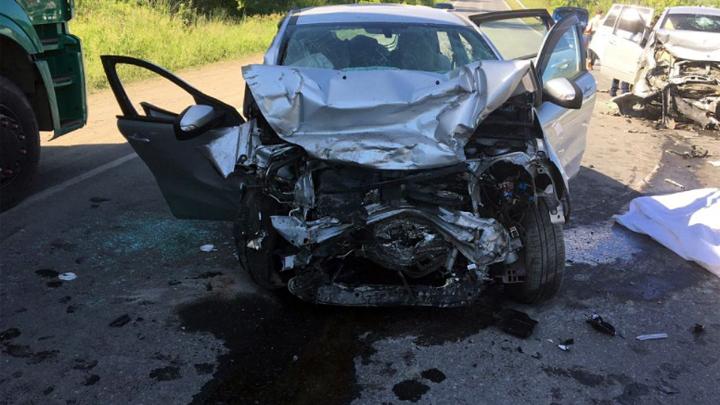 Водитель скончался при лобовом столкновении авто на трассе в Челябинской области