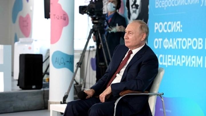 Российских учителей поссорил мальчик, поправивший Путина в вопросе истории