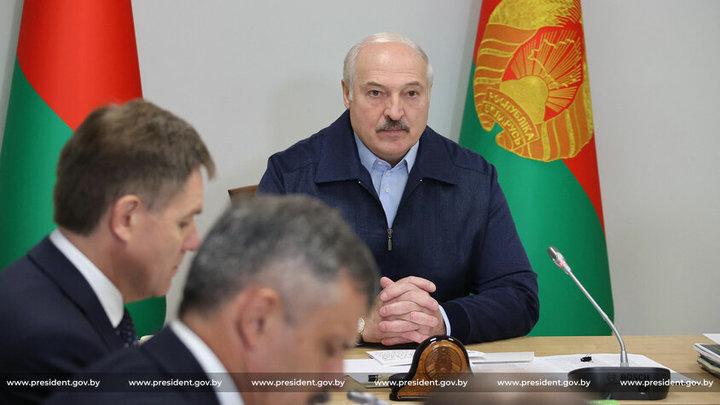 Лукашенко заявил чиновникам, что спросит с них как президент в 2024-м году