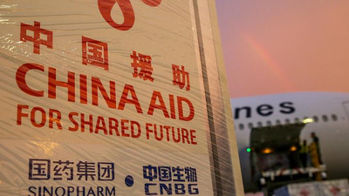 Китай вколол своим гражданам 2,08 млрд. вакцин, еще миллиард поставил на экспорт