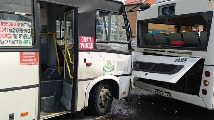 Пять человек пострадали в ДТП с двумя автобусами в Ростове