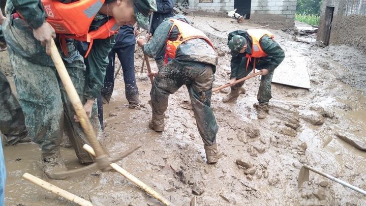 Оползень в Китае: 6 человек погибли, еще 20 пропали без вести