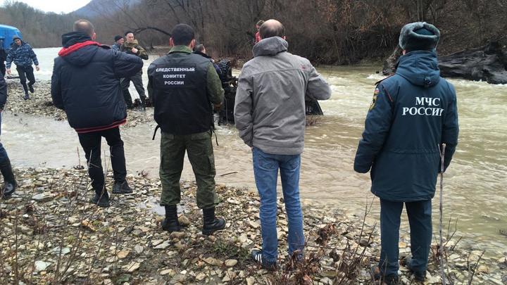 Правоохранители рассказали подробности гибели семьи, которая перевернулась в реку на УАЗе