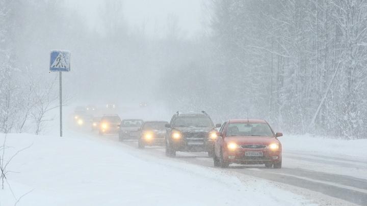 В Ростовской области из-за снегопада ограничили движение на дорогах в двух районах