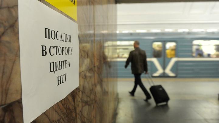 Синяя ветка метро Москвы встала из-за ЧП с пассажиром