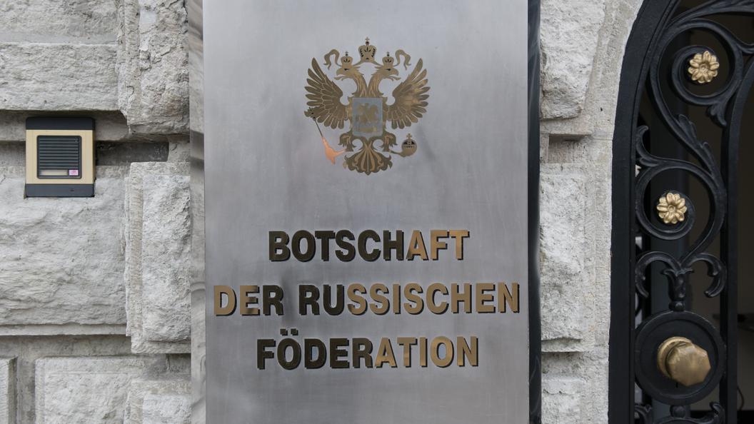 Признание превосходства: По мнению СМИ, посольства России троллят в Twitter лучше Трампа