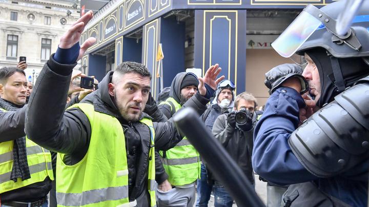 ВоФранции задержали 3-х подозреваемых винсценировки казни Макрона