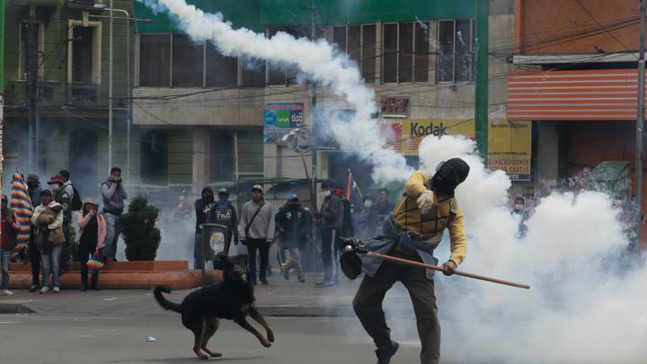 Старик Сорос смеётся скрипучим баритоном: Политолог о беспорядках в Боливии и Чили