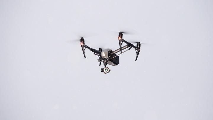 В опасной близости: Жителя Новосибирска оштрафовали за съёмку авиапарада с дрона