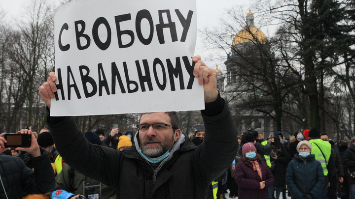 Политолог назвал реальную причину слива протестов из-за Навального: Не портить игру