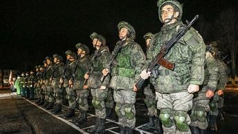 Решительность и бесстрашие: Путин поздравил военных с Днем защитника Отечества