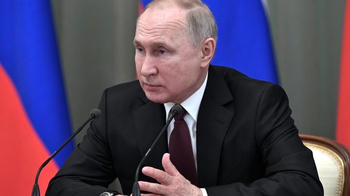 Дети - главное, бережное отношение стоит закрепить в Конституции: Путин призвал отразить традиции в законе