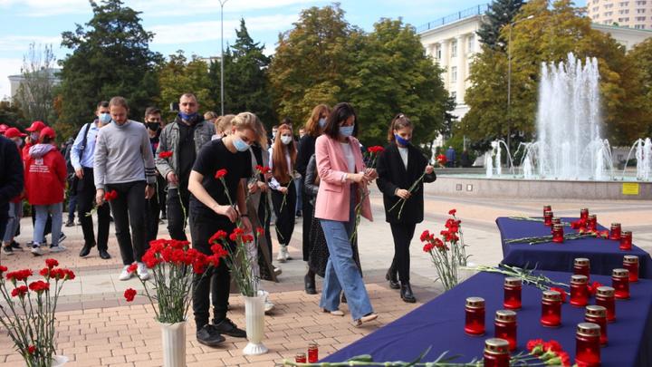 Стрельба в Пермском госуниверситете 20 сентября: В Ростове организовали мемориал в память о погибших