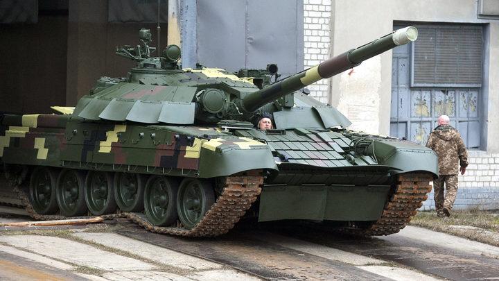 Киев перебрасывает тяжёлую технику в Донбасс. На передовой оказались десятки танков и самоходок