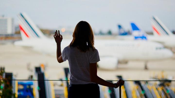 «Боюсь сесть за репост»: Почему молодежь хочет уехать из России