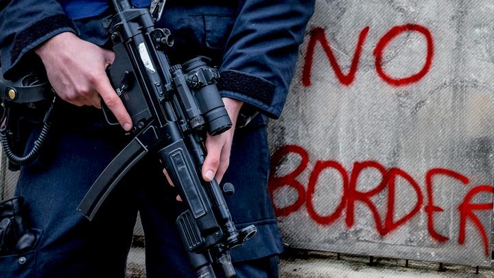 Мигрантов запускают в Европу, чтобы создать полицейское государство