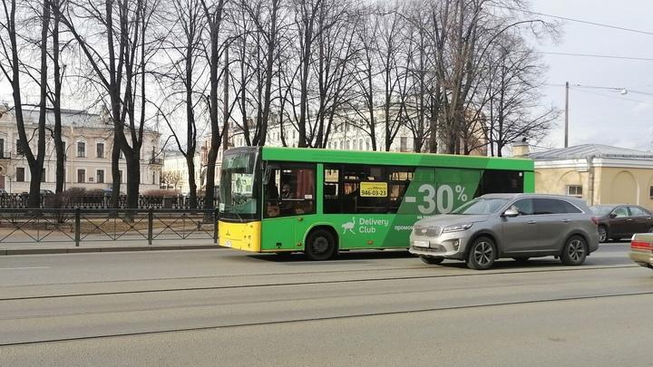 Машина ДПС протаранила автобус в Петербурге, пострадали два инспектора