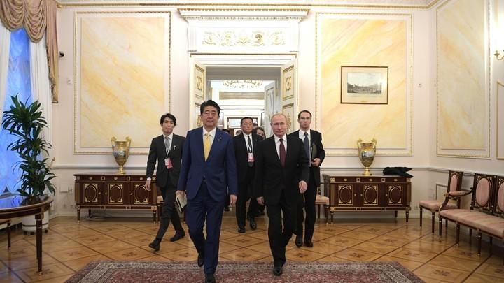 Москве и Токио мешает договориться третий игрок - политолог