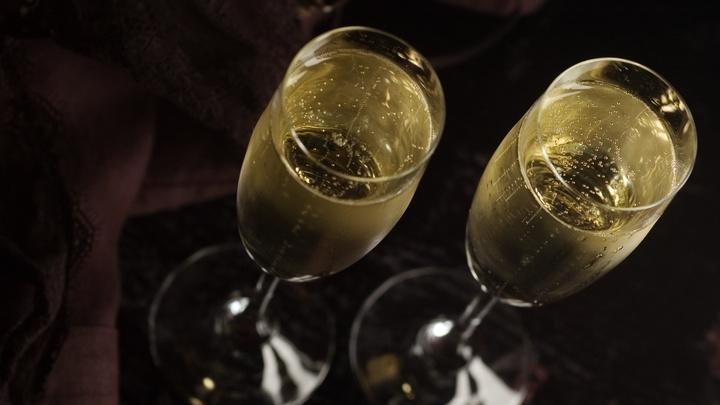 Новый год будет трезвым? Идею не продавать алкоголь на праздники оценили в Минздраве