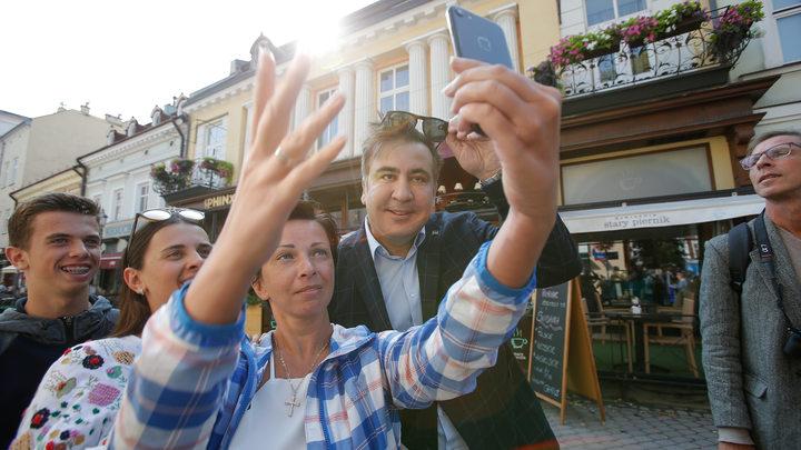 Жители Запорожья встретили Саакашвили цирковыми афишами