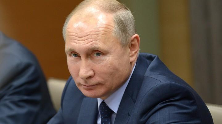 Россия - священная наша держава: Владимир Путин спел гимн России