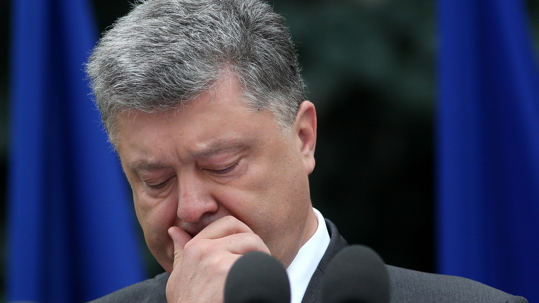 ВУкраинском государстве морпехи устроили демарш перед Порошенко из-за смены цвета беретов