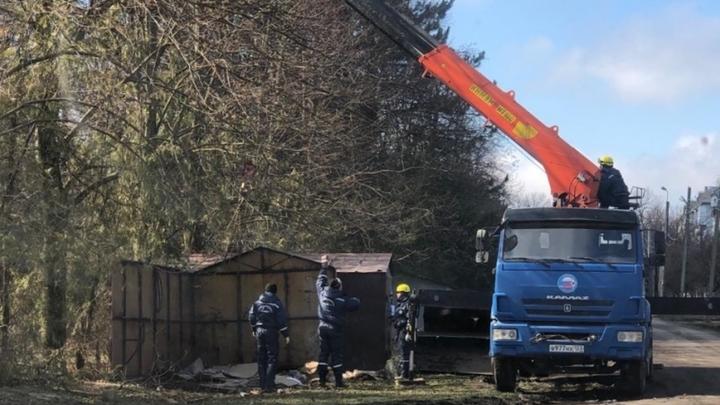 Зеленая зона вместо гаражей: В Краснодаре демонтируют металлические постройки в поселке Березовом