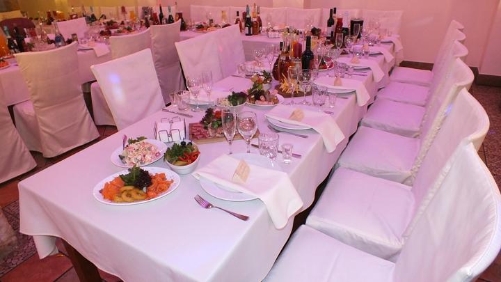 Иностранцев в Новый год Москва покормит в 7,6 раза дешевле обычного. Но счёт всё равно на миллионы