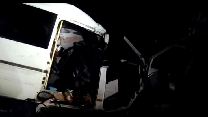 Маршрутка в Астраханской области перевернулась из-за водителя, который промахнулся дорогой и решил побыстрее вернуться