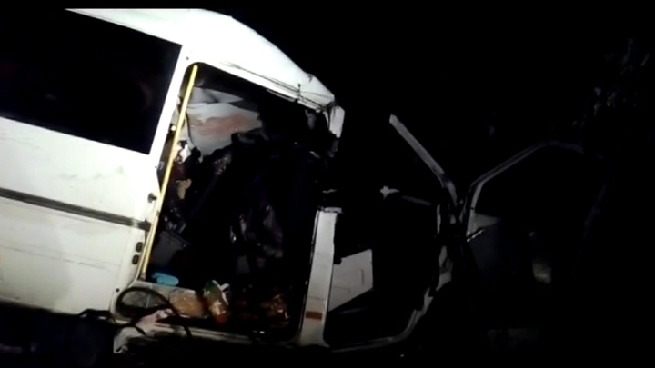 На западе Москвы поливальная машина столкнулась с легковой, двое погибших