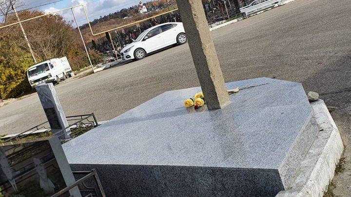 А столб точно уберут? В Новороссийске на могиле почетного гражданина «выросла» опора ЛЭП