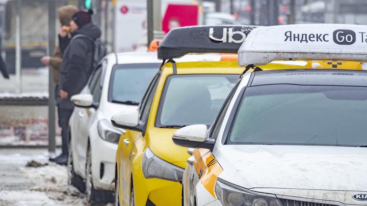 Таксиста задержали за кражу денег с карты пассажирки в Екатеринбурге