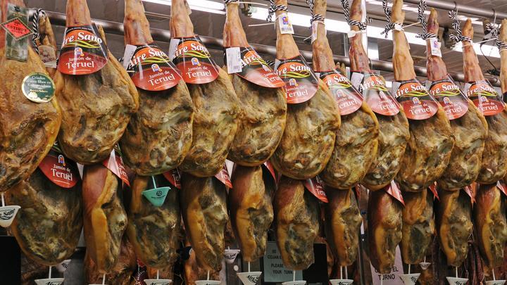 В России зарубежный пармезан и хамон запретят возить в чемоданах из-за африканской чумы свиней