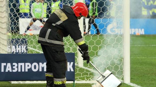 Зенит - Амкар: судейство Сельдякова и фанатский файер разожгли интригу чемпионата