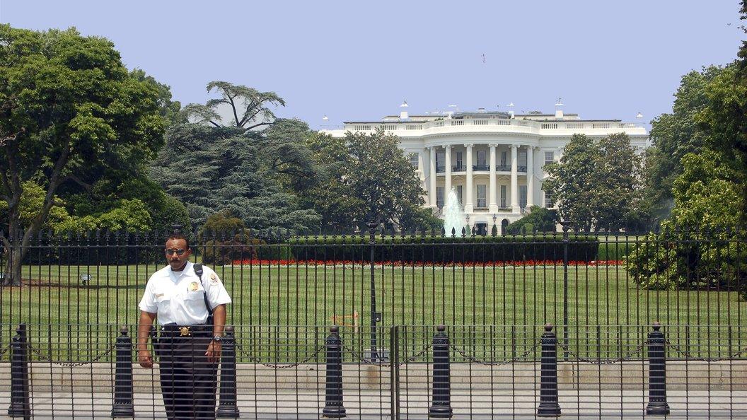 ВКС пролетели над Белым домом