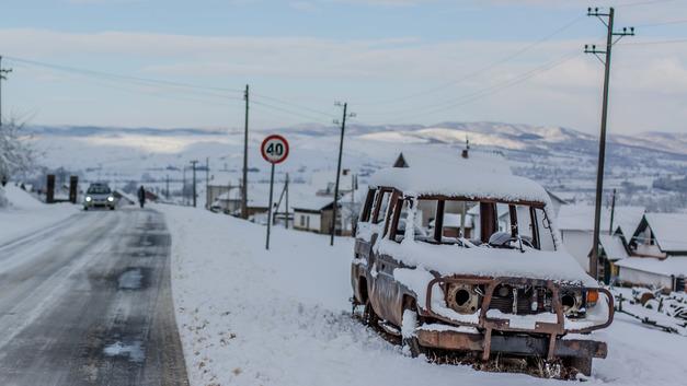 Жители Косова изгнали сербского политика
