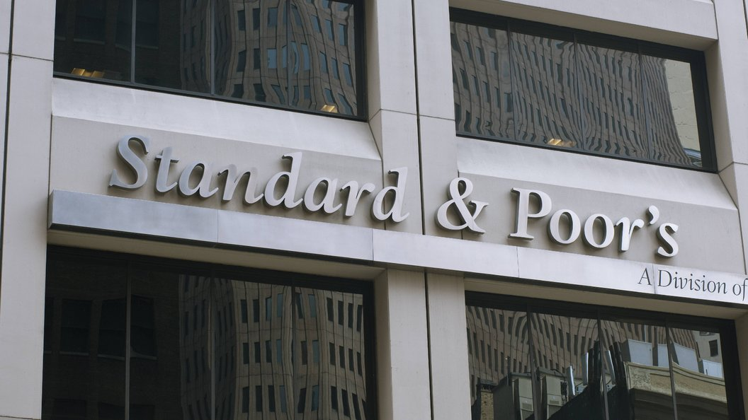 S&P считает низким качество банковского надзора в РФ