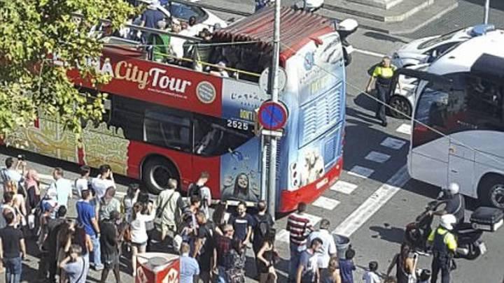 После наезда на толпу в Барселоне террористы могли захватить заложников