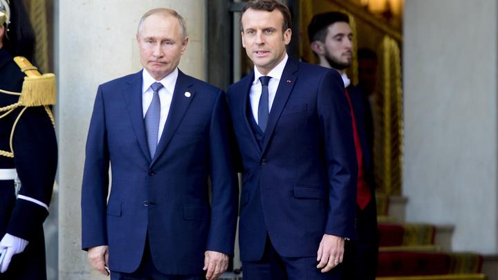 ВКремле раскрыли детали личного разговора В.Путина иЗеленского