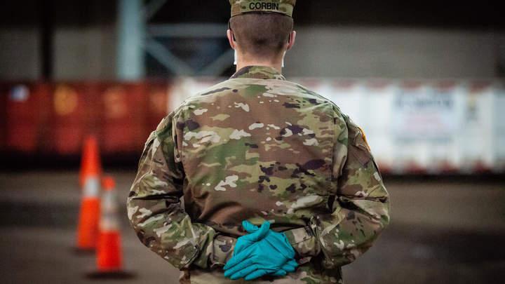Американцы встряли? Военкор уличил солдата США в докладе русскому генералу в Сирии
