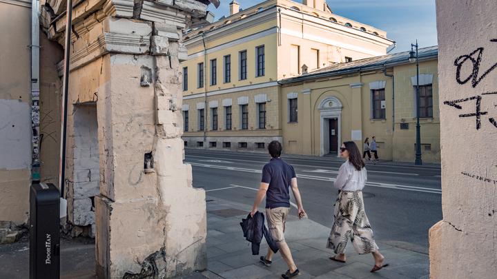 Почему мужчины в России живут на 10 лет меньше женщин? Психолог назвал две главные причины
