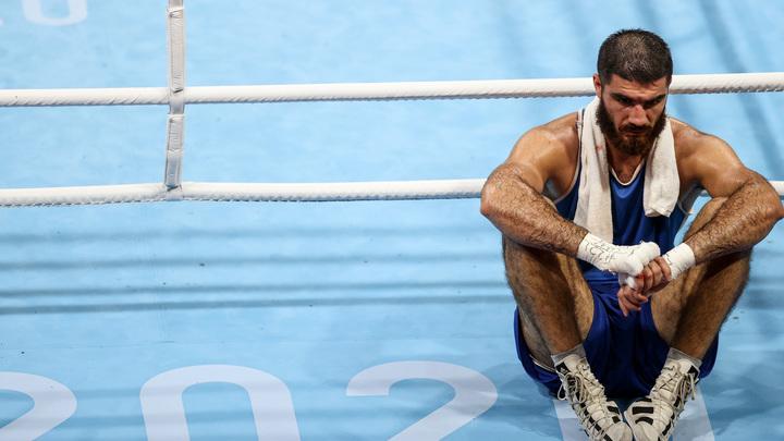 Боксёр из Франции устроил демарш на Олимпиаде после решения судьи