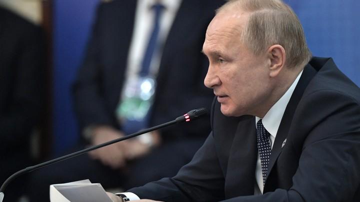 Человек вообще не должен бегать: Путин - о сокращении сроков рассмотрения маткапитала