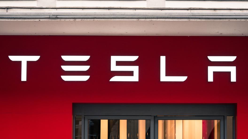 Пивоварня Anheuser-Busch InBev заказала 40 беспилотных большегрузов Tesla Semi