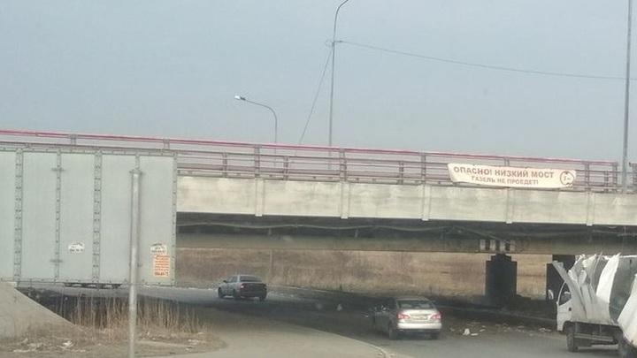 Мост глупости подтвердил название. В Петербурге сразу две Газели не прошли проверку - видео