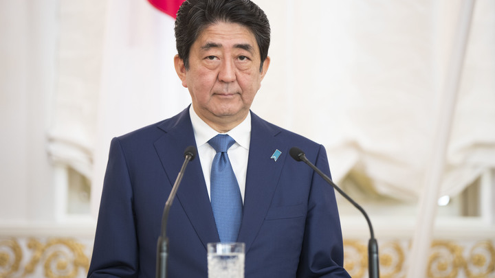 Японский премьер оконфузился во время игры в гольф с Трампом