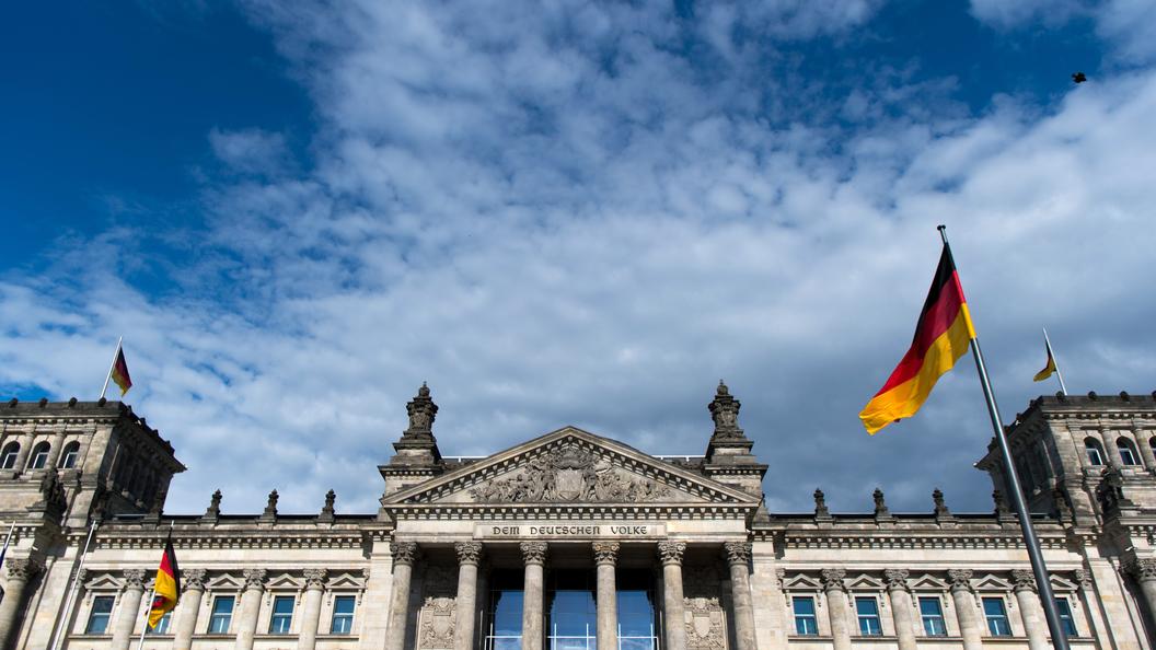 Неадекватный немец осквернил мемориал советским воинам в Берлине