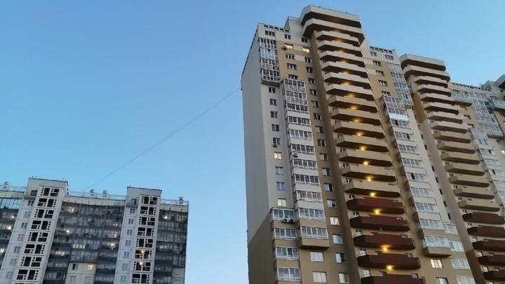 В Челябинске с новой высотки уже упали три человека