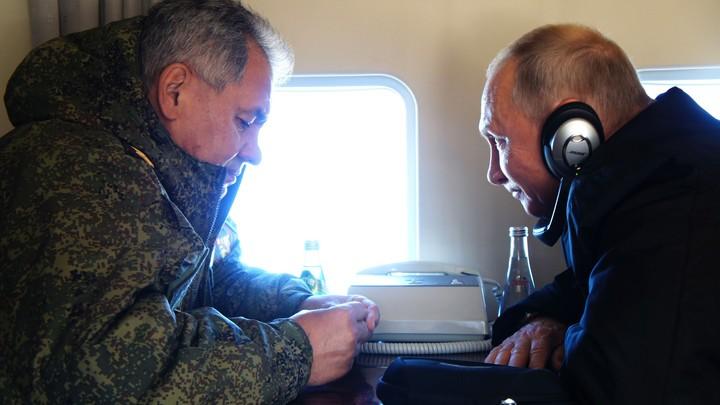 Искандеры, вертолеты, анекдот и история из детства: Путин, Шойгу и учения Центр-2019